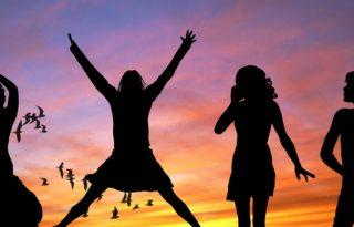5 Convertible Travel Essentials For Women